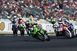 Kenan Sofuoglu, Puccetti Racing Kawasaki, devant Jules Cluzel, MV Augusta