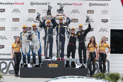 Podio: ganadores #15 Multimatic Motorsports Mustang Boss 302R: Billy Johnson, Scott Maxwell, segund
