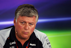 Otmar Szafnauer, Sahara Force India F1 Chief Operating Officer in de persconferentie