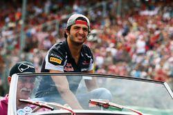 Carlos Sainz Jr., Scuderia Toro Rosso en el desfile de pilotos