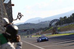 Winners #12 Team Impul Nissan GT-R Nismo GT3: Hironobu Yasuda, Joao Paulo de Oliveira