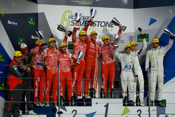 Podium LMP1 privé : Matheo Tuscher, Dominik Kraihamer, Alexandre Imperatori, Rebellion Racing, Nicolas Prost, Nick Heidfeld, Nelson Piquet Jr., Rebellion Racing, Simon Trummer, James Rossiter, Oliver Webb, ByKolles Racing