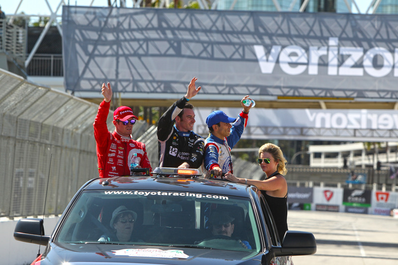 Podium: Scott Dixon, Chip Ganassi Racing Chevrolet, Simon Pagenaud, Team Penske Chevrolet, Helio Cas