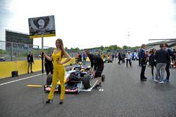Grid girl, Sérgio Sette Câmara, Motopark Dallara F312 – Volkswagen