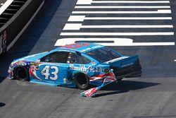 Choque de Aric Almirola, Richard Petty Motorsports Ford