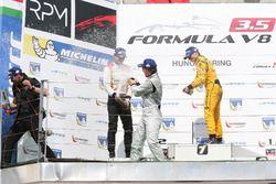 Podium : le vainqueur Johnny Cecotto Jr., RP Motorsport