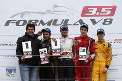 Podium: Adrain Valles; second place Roy Nissany, Lotus; Winner Tom Dillmann, AVF; third place 8 Aurélien Panis, Arden Motorsport; Louis Deletraz, Fortec Motorsports