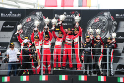 Podium Pro-AM Class: Ganador #11 Kessel Racing, Ferrari 488 GT3: Michal Broniszewski, Andrea Rizzoli