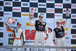 Podium GT: 1. Michael Cooper, Cadillac Racing; 2. Alvaro Parente, K-Pax Racing; 3. Johnny O'Connell,