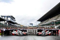 Team photo: #5 Toyota Racing Toyota TS050 Hybrid: Anthony Davidson, Sébastien Buemi, Kazuki Nakajima