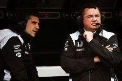 Andrea Stella, McLaren ingeniero de carrera con Eric Boullier, McLaren Racing Director