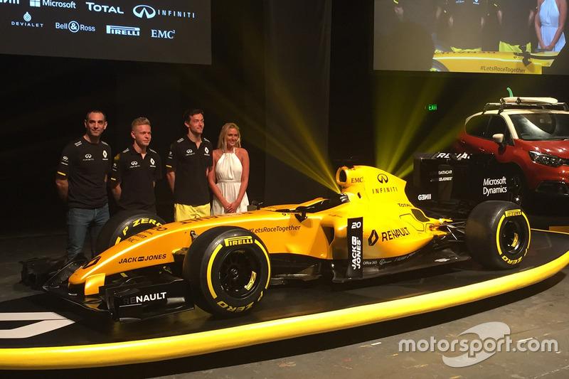 Kevin Magnussen, Renault Sport F1 Team, Jolyon Palmer, Renault Sport F1 Team and Cyril Abiteboul, Renault Sport F1 Managing Director with the Renault F1 Team 2016 livery