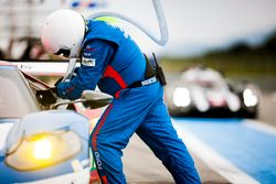 Mechanics of the #66 Ford Chip Ganassi Racing Team UK Ford GT: Billy Johnson, Stefan Mücke, Olivier Pla