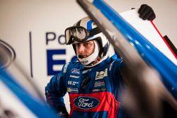 Mechanic of the #66 Ford Chip Ganassi Racing Team UK Ford GT: Billy Johnson, Stefan Mücke, Olivier Pla