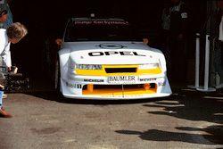 Машина Opel Calibra