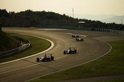 Татьяна Кальдерон, Arden International едет впереди Акаша Нанди, Jenzer Motorsport