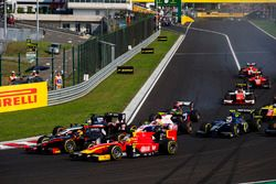 Arthur Pic, Rapax leads Jordan King, Racing Engineering, Raffaele Marciello, RUSSIAN TIME, Luca Ghio