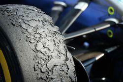 إطارات بيريللي على سيارة مرسيدس