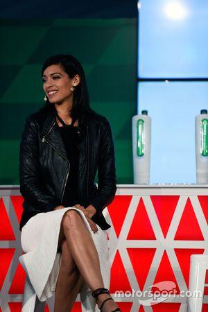 Stephanie Sigman, attrice, all'annuncio della sponsorizzazione Heineken