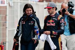 Carlos Sainz Jr, Scuderia Toro Rosso con Tabatha Valles, prensa Scuderia Toro Rosso