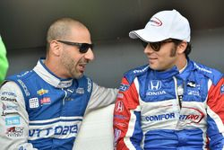 Tony Kanaan, Chip Ganassi Racing Chevrolet, Luca Filippi, Dale Coyne Racing Honda