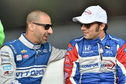 Tony Kanaan, Chip Ganassi Racing Chevrolet, Luca Filippi, Dale Coyne Racing Honda