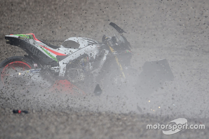 Sturz: Stefan Bradl, Aprilia Racing Team Gresini