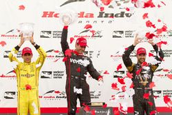 Podium: race winner Will Power, Team Penske Chevrolet, second place Helio Castroneves, Team Penske C