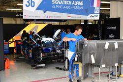 #36 Signatech Alpine A460: Gustavo Menezes, Nicolas Lapierre, Stéphane Richelmi