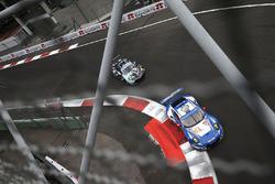 #78 KCMG Porsche 911 RSR: Christian Ried, Wolf Henzler, Joël Camathias, #77 Dempsey Proton Competiti