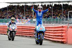 Maverick Viñales, Team Suzuki MotoGP, vainqueur de la course
