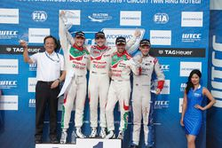 Podium: winner Norbert Michelisz, Honda Racing Team JAS, second place Rob Huff, Honda Racing Team JA