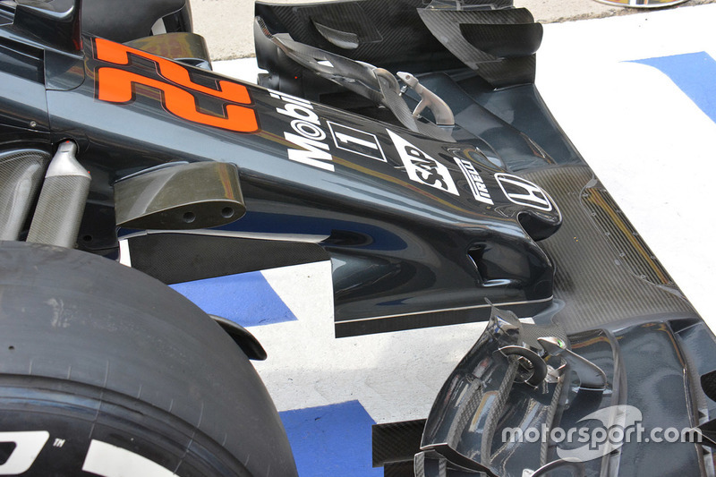McLaren MP4-31 nose cone detail
