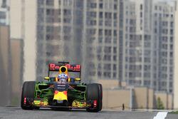 Daniel Ricciardo, Red Bull Racing RB12, mit Flow-Viz-Farbe am Frontflügel