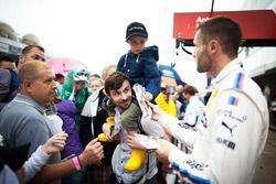 Martin Tomczyk, BMW Team Schnitzer, BMW M4 DTM, mit Fans