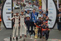 Podium : les vainqieurs Sébastien Ogier, Julien Ingrassia, Volkswagen Polo WRC, Volkswagen Motorsport, avec Dr. Frank Welsch; les 2e Ott Tänak, Raigo Molder, DMACK World Rally Team; les 3e Thierry Neuville, Nicolas Gilsoul, Hyundai i20 WRC, Hyundai Motorsport