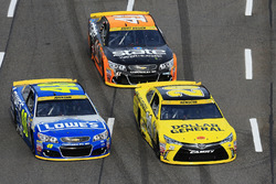 Jimmie Johnson, Hendrick Motorsports Chevrolet, Matt Kenseth, Joe Gibbs Racing Toyota, Kurt Busch, Stewart-Haas Racing Chevrolet