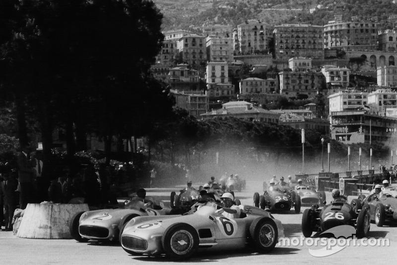 Стирлинг Мосс (№6) и Хуан-Мануэль Фанхио (№2), Mercedes-Benz W196, Гран При Монако 1955 года