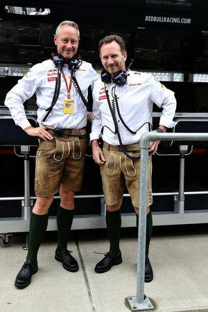 Christian Horner, directeur Red Bull Racing et Jonathan Wheatley, manager Red Bull Racing portent le lederhosen