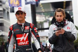 Esteban Gutierrez, Haas F1 Team with Sarah Dryhurst, Haas F1 Team Press Officer