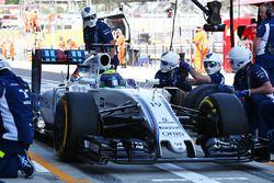 Felipe Massa, Williams FW38 practices a pit stop