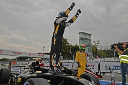 Le vainqueur Roy Nissany, Lotus