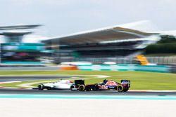 Race action between Valtteri Bottas, Williams FW38 and Carlos Sainz Jr., Scuderia Toro Rosso STR11