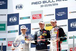 المنصة: المركز الثاني ديفيد بيكمانن، موك موتورسبورت، الفائز بالسباق نيكو كاري، موتوبارك،ة المركز الث