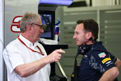 Кристиан Хорнер, руководитель Red Bull Racing и доктор Хельмут Марко, консультант Red Bull Motorspor