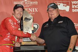 Race winner Scott Dixon, Chip Ganassi Racing Chevrolet with A.J. Foyt