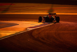 Daniil Kvyat, Red Bull Racing RB12 lors d'un de ses tours d'installation