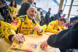 Gabriele Tarquini, LADA Sport Rosneft, Lada Vesta signs autographs
