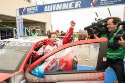 Race winner José María López, Citroën World Touring Car Team, Citroën C-Elysée WTCC