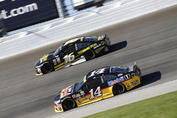 Tony Stewart, Stewart-Haas Racing, Chevrolet; Greg Biffle, Roush Fenway Racing, Ford